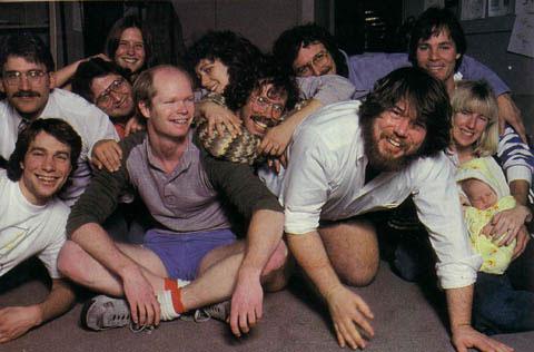Il Macintosh software team nel 1984, l'immagine tratta dal sito Folklore.org